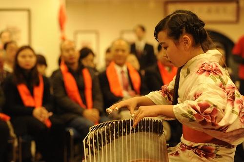 春節を迎え 年画と民族音楽の祭典
