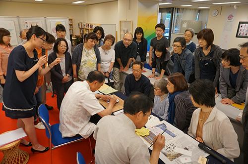 """""""花的絮语——中国剪纸展""""在东京开幕"""