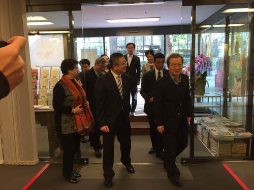 程永華大使が「西泠印社社員作品展」を鑑賞