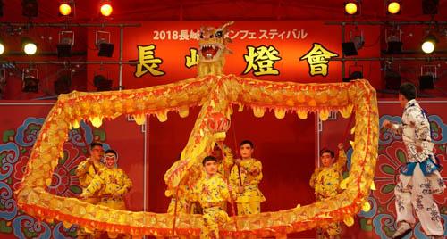 浙江省婺劇団が長崎ランタンフェスティバルを華やかに演出