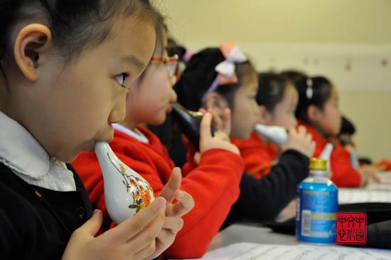 上海西外学生艺术团小朋友接受高木老师指导