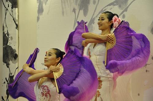 書道と舞踊の融合「墨舞」開催